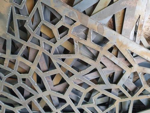 Metalinių tvorelių šratavimas.Prieš