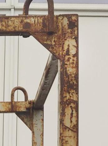 Metalinių konstrukcijų smėliavimas. Prieš